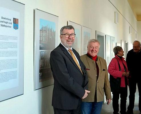 Bürgermeister Hans-Joachim Laesicke mit Fotoreporter Hajo Eckert (Foto: Stadtverwaltung Oranienburg)