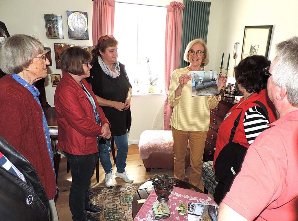 Straße der Jungen Pioniere 14: Annette Dorn-Baltes erläutert anhang von Fotos die Herausforderungen des Umbaus (Foto: hajo)